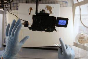 Primeiros trechos digitalizados dos manuscritos estarão na internet nos próximos meses. (FOTO: Baz Ratner/REUTER)